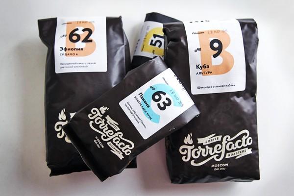 Заходя на сайт Torrefacto, клиент может заказать один или несколько из 30-40 сортов кофе, выбрать помол (от самого мелкого для приготовления в турке до крупного во френч-прессе) и указать объем пакета – 150 г или 450 г Фото: Екатерина Кузьмина/РБК
