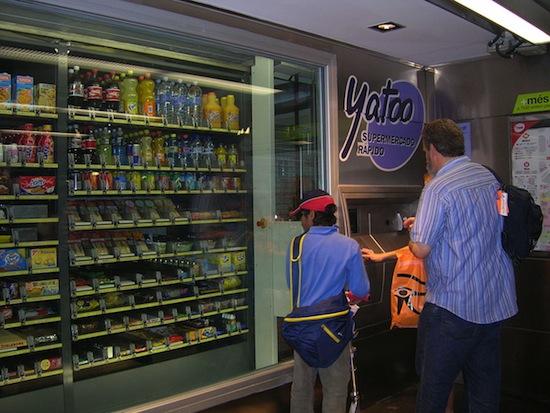 Торговый автомат-бакалея в Испании