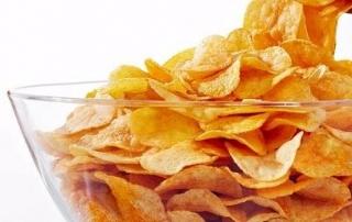 газировка и чипсы