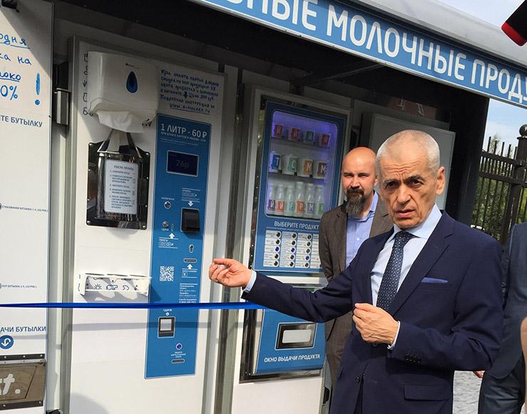 Чебурашкины установили первый молокомат на улице Москвы 01