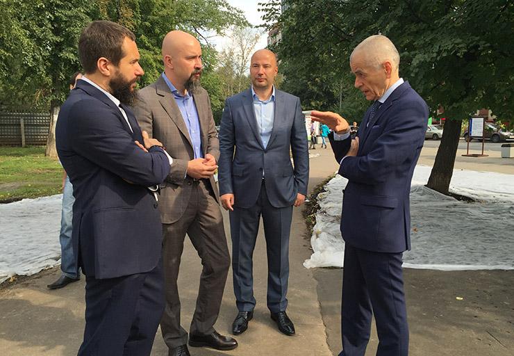 Чебурашкины установили первый молокомат на улице Москвы 02