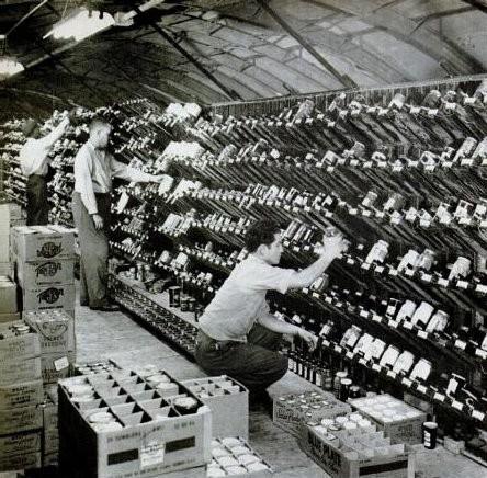 Магазин - первые полки самообслуживания