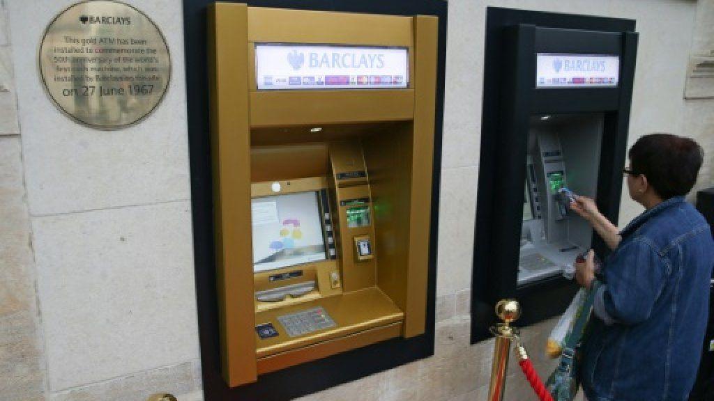 Золотой юбилей банкомата наличные не сдаются