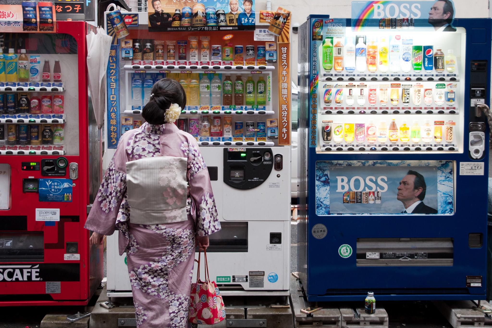Почему в Японии так много торговых автоматов