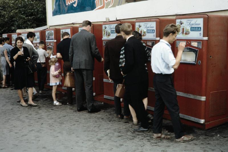 Автоматы с газировкой на площади Революции