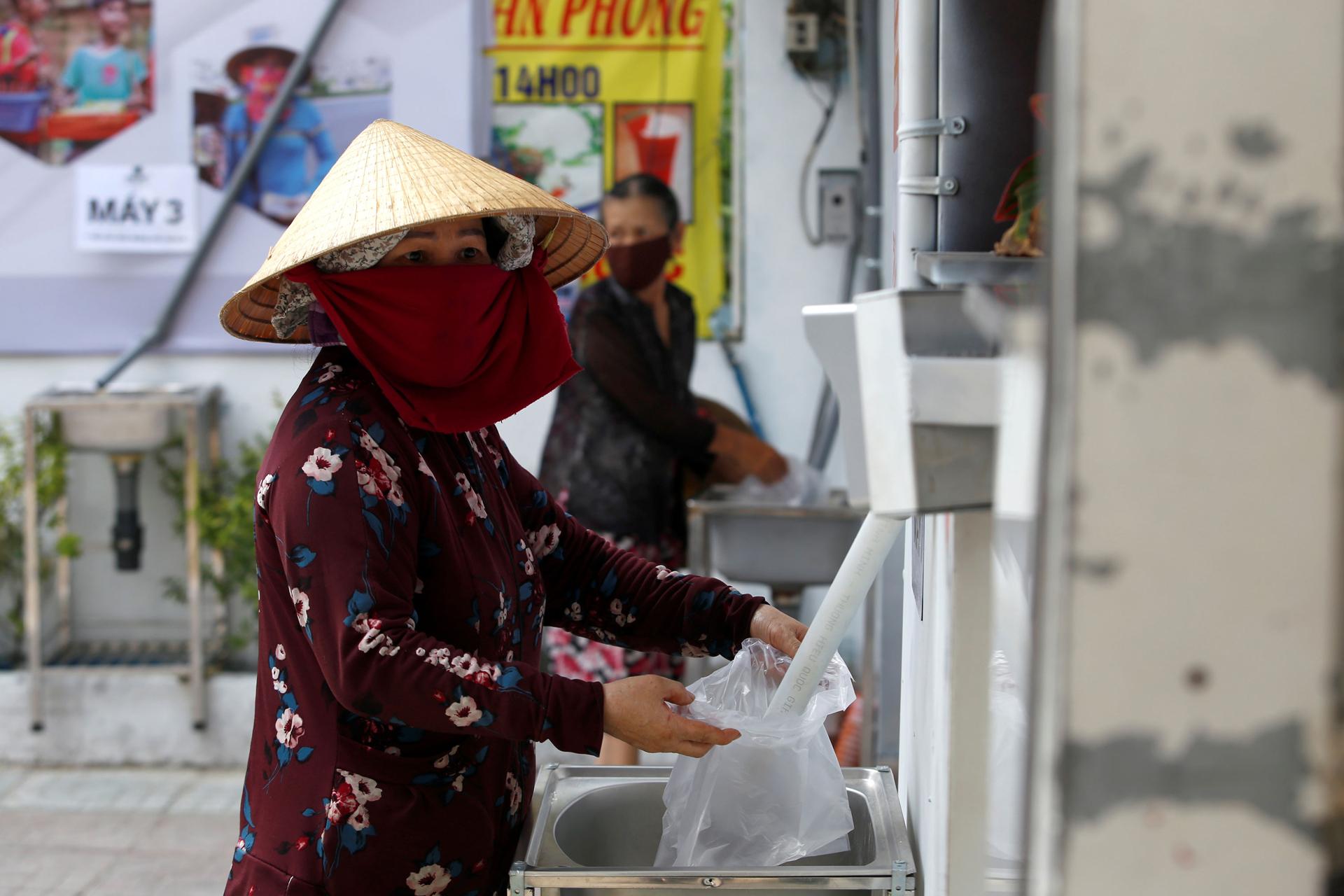 Вирусные хроники рисовые банкоматы в помощь жителям Вьетнама