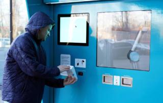 Вендинговые тесты на COVID-19 в Латвии плюнули на 53 евро и забыли